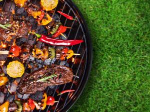 Připravte na letní grilovačku maso, zeleninu i ovoce
